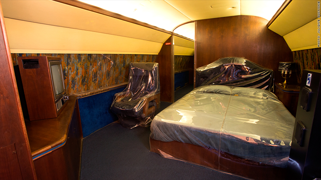 Bedroom              Lisa Maire   Plane